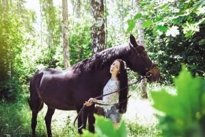 Верховая езда в Казани, конные прогулки по лесу, катание на лошадях Казань